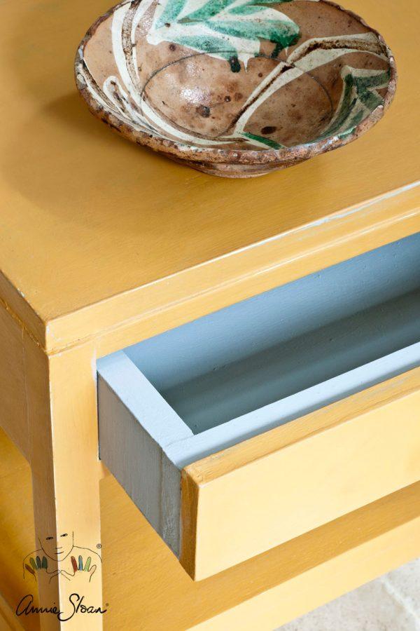 Schubladen mit der Arles Kreidefarbe von Annie Sloan aufwerten