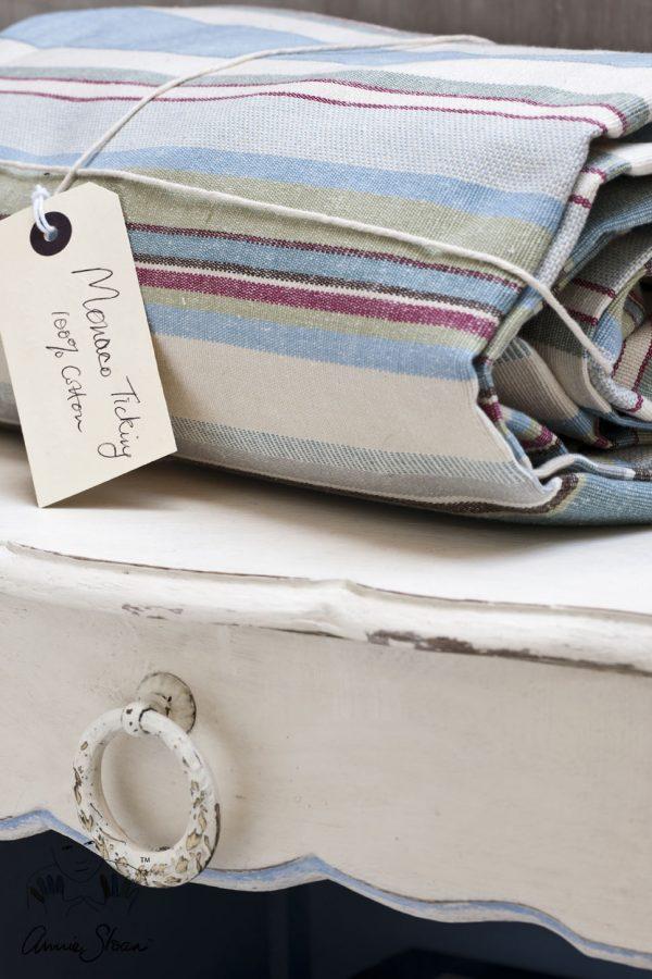Annie Sloan Old White Chalkpaint sorgt für den beliebten Shabby-Look auf kleinen Möbeln