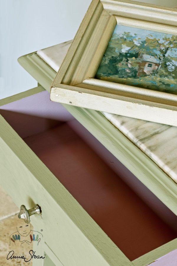 Annie Sloan Chateau-Grey Chalkpaint sorgt für einen besonderen Shabby-Look bei Möbeln