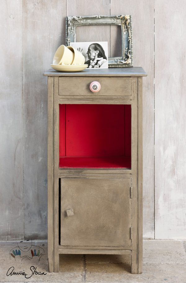 Kleine Möbel mit der Coco Chalkpaint aufwerten und ein Beistelltisch gestalten