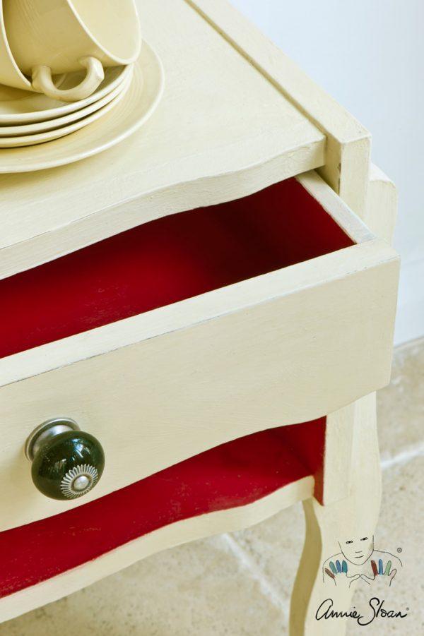 Creame Chalkpaint färbt Möbel in einen sanften Weißton