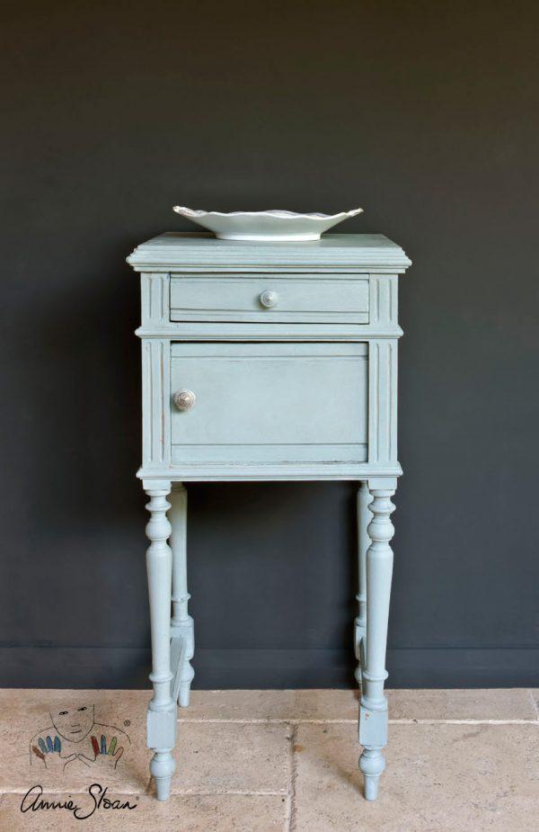 Mit Annie Sloan Duck Egg Blue aufgewertetes Möbelstück