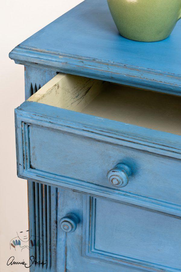 Annie Sloan Chalk Paint Greek Blue eignet sich hervorragend für Ihr altes Möbelstück