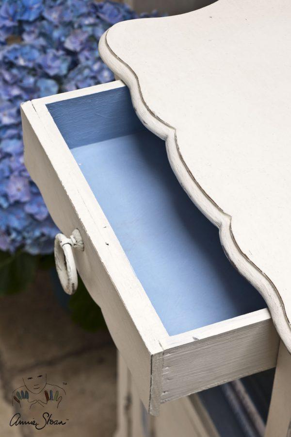 Die Original Chalk Paint lässt sich mit weiteren Kreidefarben kombinieren und lässt beispielsweise eine Schublade in einem neuen Look erscheinen