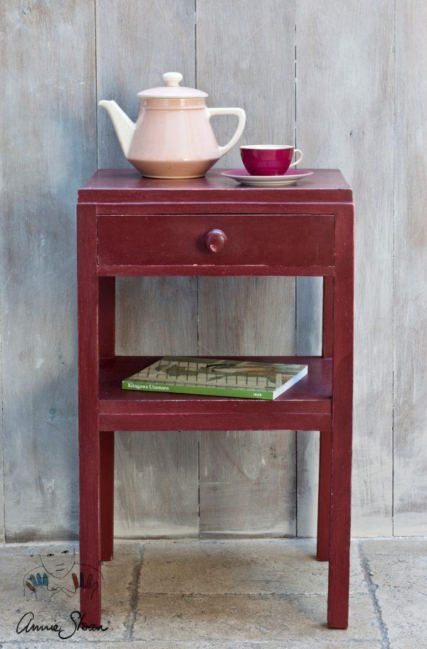 Ablage mit Annie Sloan Primer Red Kreidefarbe