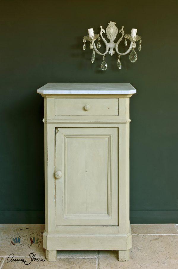 Schrank mit Annie Sloan Versailles Kreidefarbe