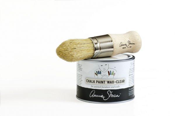 Das Chalk Paint Clear-Wax sorgt für die Versiegelung von Kreidefarbe auf Möbeln und an der Wand