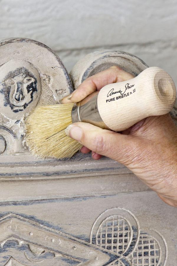 Tragen Sie das Clear Wax von Annie Sloan auf, wenn Sie Ihr Möbelstück langanhaltend versiegeln wollen