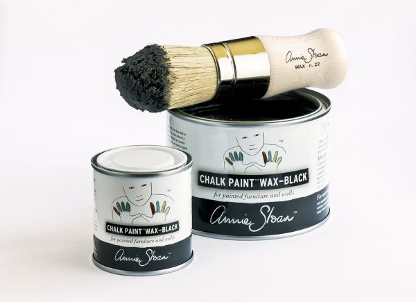 Chalk Paint Black Wax gibt es im Set mit Pinsel