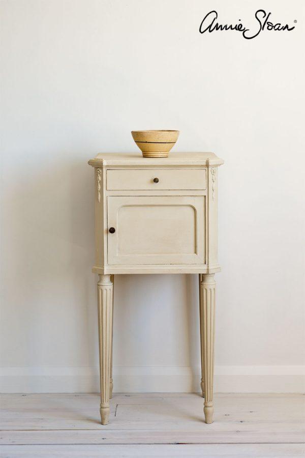 Möbelstück mit Annie Sloan Old Ochre bearbeitet