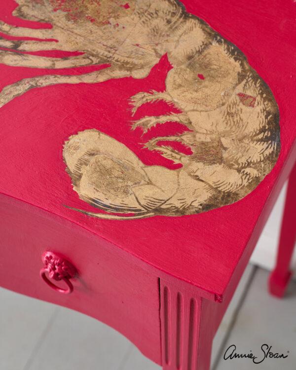 Nahaufnahme Tisch, gestrichen mit Annie Sloan Capri Pink